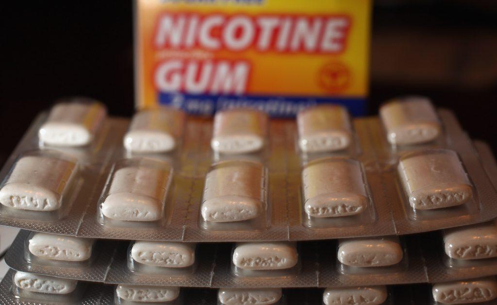 منافع وأضرار علكة النيكوتين